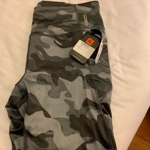 7/8's leggings. grey and black camo.